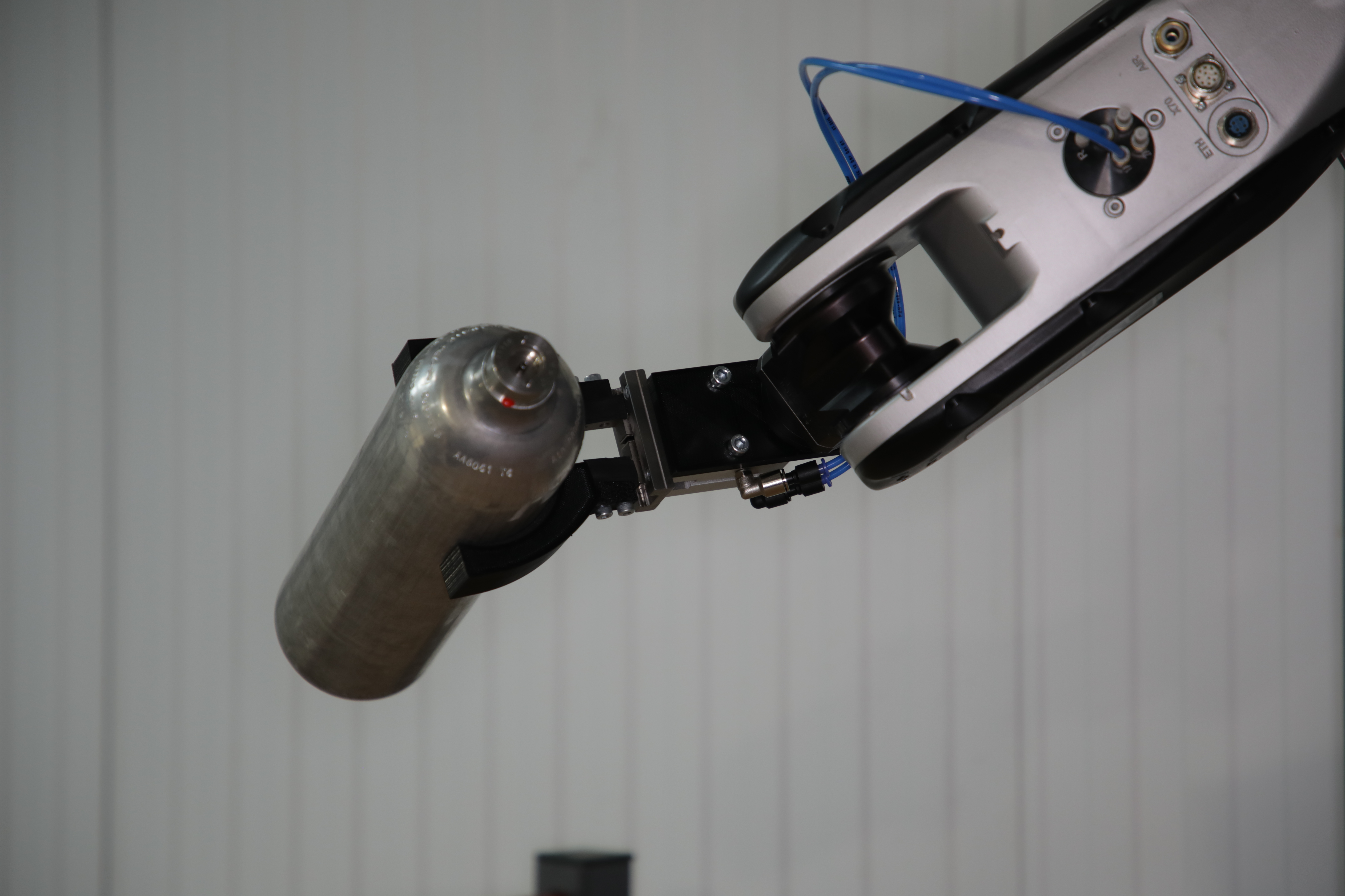 Robotic arm moving canister